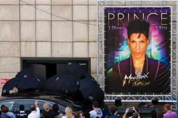 2009-07-19t123146z_01_btre56i0yt800_rtroptp_2_entertainment-us-montreux-prince-dmn350